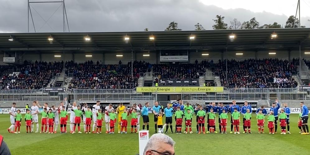 Junioren des FC 07 Heidelsheim laufen mit 2.-Liga-Profis auf
